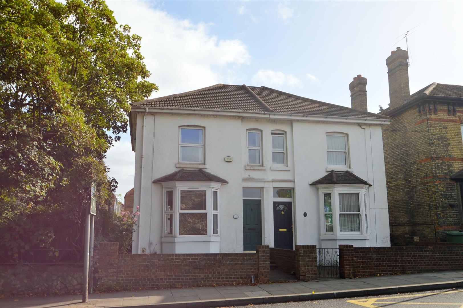 3 Bedrooms Semi Detached House for sale in College Road, Maidstone